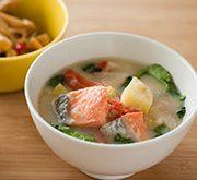 鮭と冬野菜の粕汁