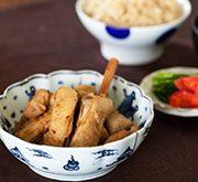 里芋と鶏手羽中のシナモン黒糖煮
