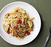 ジャガイモとズッキーニとミニトマトのマスタード風味のパスタ