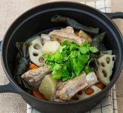 豚リブと根菜の煮込み