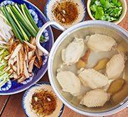 鶏手羽と千切り野菜のエスニック鍋