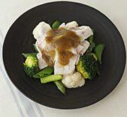温野菜と豚しゃぶのアンチョビとニンニクのソース