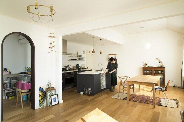 7b17572f6f キッチン・食器棚の見せる収納アイデア 調理道具は上から見渡せるように ...