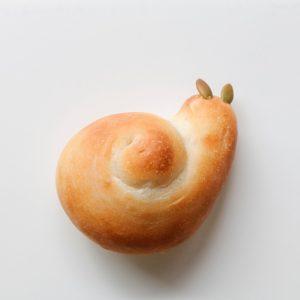 焼きあがったカタツムリのパン
