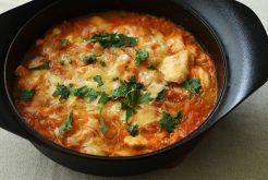 鶏肉とトマトのキムチ鍋仕立て