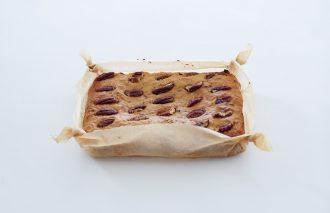「おやつのまかない ピーカンナッツとレーズンのキャロットケーキ」藤吉陽子