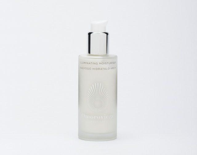 乳液効果で肌の透明感をアップデート