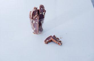 「おやつのまかない 紫芋とクルミのビスコッティ」藤吉陽子