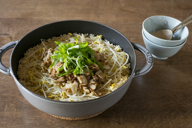 豆もやしと豚肉の炊き込みご飯