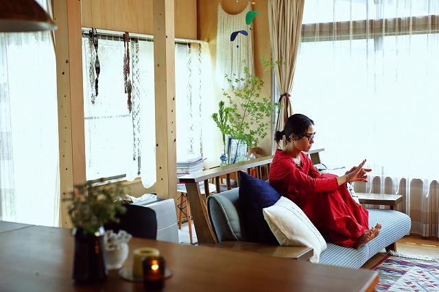 スタイリスト・小川夢乃さんが自分らしく着こなすための服選びとは