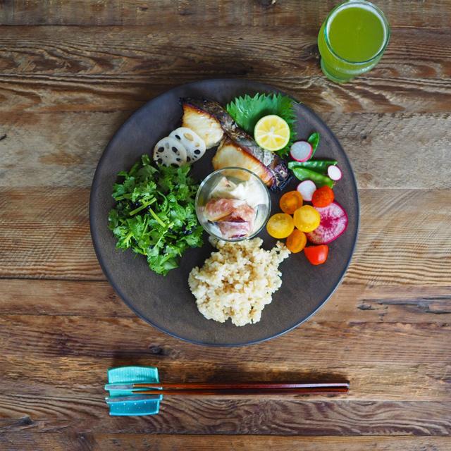 玄米と魚でランチ