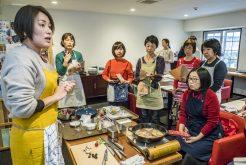『GLOBAL』の包丁が切り比べられる料理教室