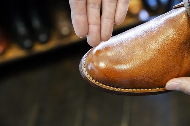 革にツヤもよみがえって美しい靴に
