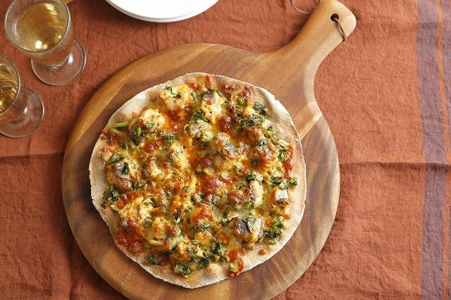 鱈と大根の葉のピザ