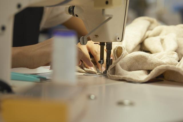 ロックミシンで縫製