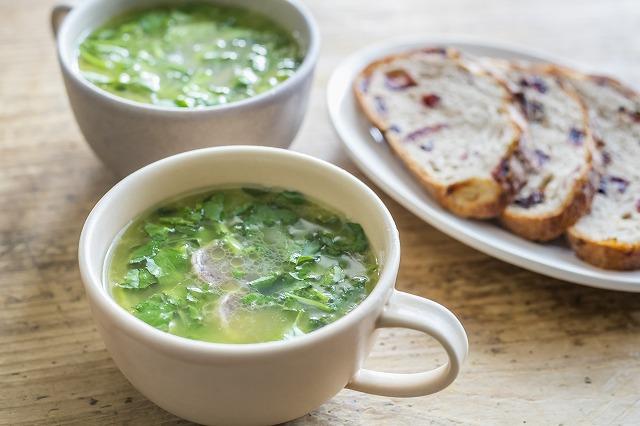 サラミとクレソンのスープ