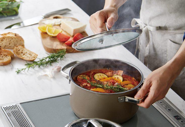《満員御礼!募集終了》【5月26日開催】毎日の料理をより美味しく、ヘルシーに!ワタナベマキさんに習うWMF「フュージョンテック ミネラル」を使ったお料理教室