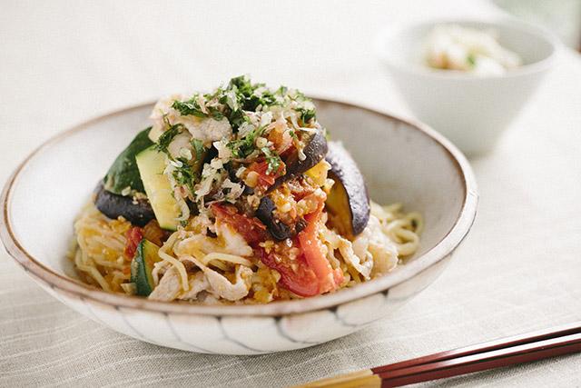 夏野菜のトマト味噌麺