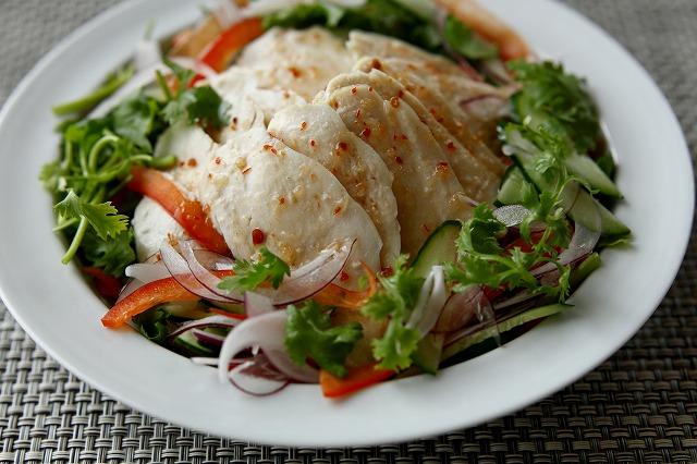 蒸し鶏のエスニック風サラダ